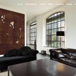 Salle d'attente luxe avec un Brun Guillevic au mur.
